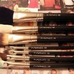 Comment nettoyer ces pinceaux de maquillage MAC?
