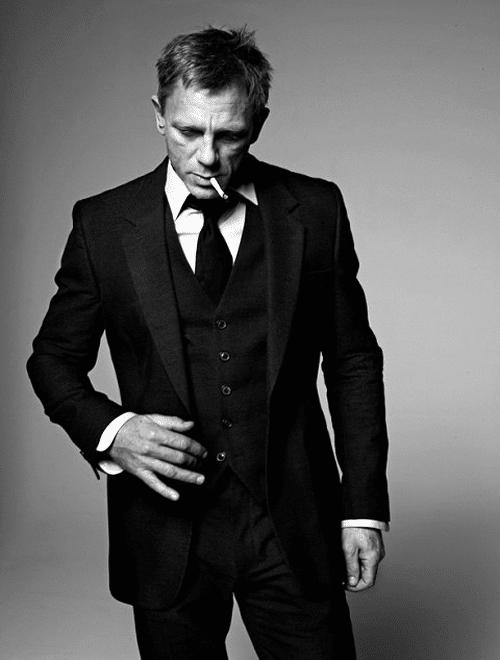 Daniel Craig en costume de dandy