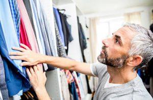 Messieurs, voici 5 basiques mode à avoir dans votre garde-robe !
